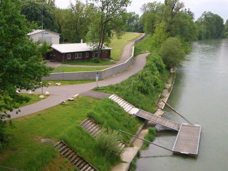 Hochwasserschutz-Mauer und Deich im Bereich DLRG / Freibad