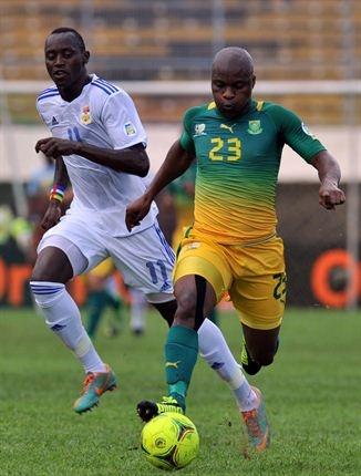 Bafana Bafana vs CAR | Tokelo Rantie  vies with Central African Republic's forward Franklin Anzite (L). | Photo: AFP PHOTO/ISSOUF SANOGO/Gallo Images / Sport24