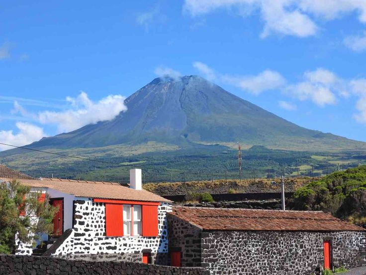 Azores: Mountain, Wine and Whales - A Travel Guide of Pico island by Geeky Explorer 24-08-2017   A detailed travel guide to Pico Island in Azores. Learn about budget, itinerary, food and places to go. All travel tips from an azorean! #Portugal