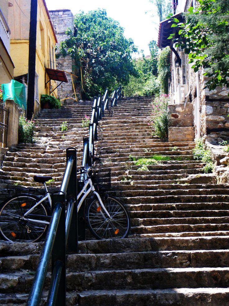 Μια από τις πολλές ανηφόρες της Καστοριάς~ Stairs