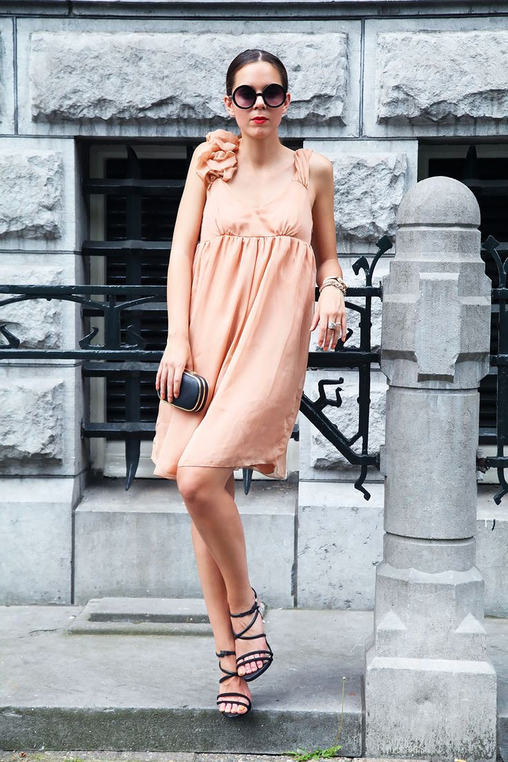 When wearing a coloured dress, keep accessories neutral! Today I'm wearing a peach coloured dress with black heels, bag and sunglasses