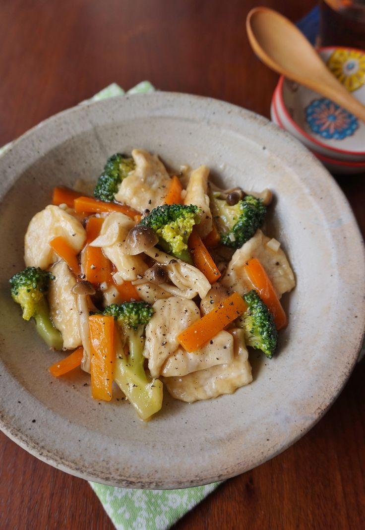 鶏むね肉とブロッコリーのあっさり中華炒め by 楠みどり / しっかりと下味を付けた鶏むね肉は柔らかく、片栗粉でコーティングしてあるのでパサつきません。ブロッコリーやニンジンと一緒に炒め合わせ、栄養バランスの良いご飯がすすむおかずです。 / Nadia