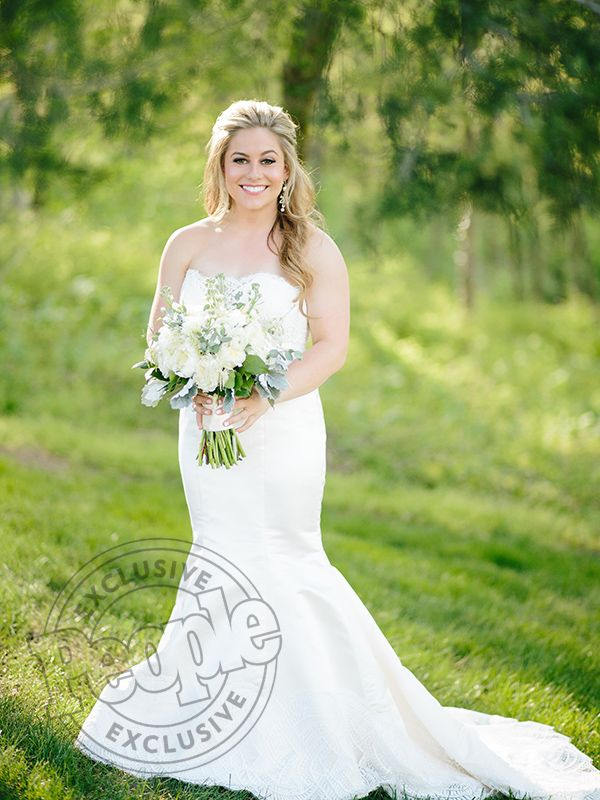 Shawn Johnson's Wedding Dress Was 'Magical:' 'I've Been a Hard Fit My Entire Life, [but] I Loved It So Much!' (Exclusive) http://stylenews.peoplestylewatch.com/2016/04/22/shawn-johnson-wedding-dress-photo/