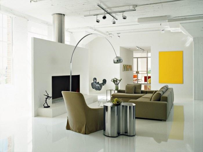 I professionisti di Tecno Superfici ha realizzato in provincia di Piacenza questo elegante soggiorno in resina cementizia a specchio.