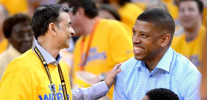 Golden State Warriors vice chairman Vivek Ranadive (left) talks to Sacramento mayor Kevin Johnson