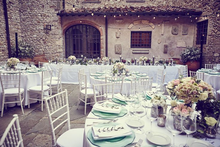 Castello di Bibbione wedding • Jules Flowers by Jardin Divers www.jardindivers.it @jardindivers tuscany wedding, vintage flower decor, wedding in italy, italian wedding, chianti wedding, vintage wedding, outdoor wedding, flower wedding
