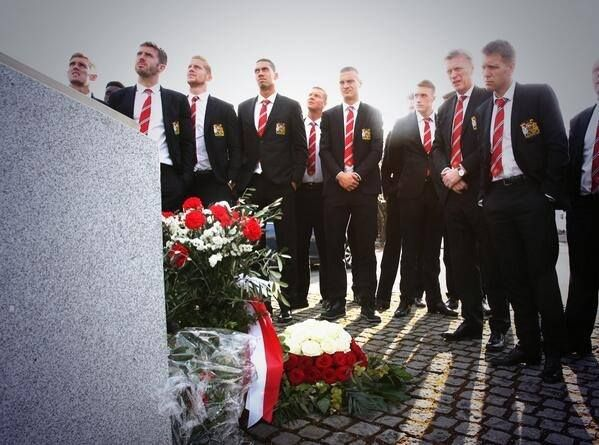 Squad at Munich Memorial today - BELIEVE