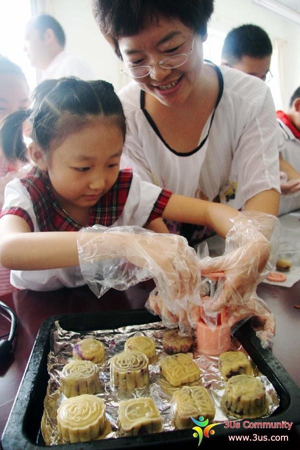 Moon cakes made to celebrate upcoming Mid-Autumn Festival