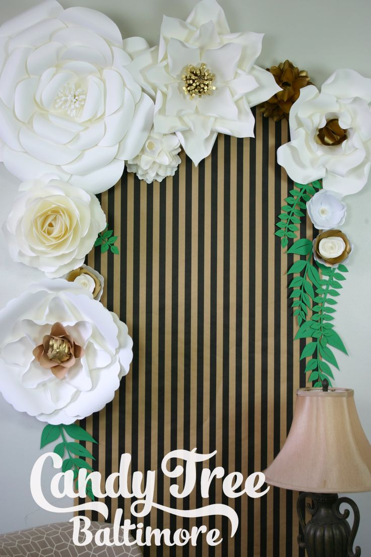 ESTE listado incluye envío precio no aparecerán costo adicional  Sobre mi trabajo:  Este telón de fondo consta de flores más grande – hecho a mano de papel stock de la tarjeta de alta calidad.  Usar sólo alta calidad tarjeta stock de papel para que las flores durarán mucho tiempo, y usted puede utilizarlos en su aniversario u otra ocasión hermoso.  Las flores tienen los cables en la parte de atrás para que fácilmente se pueda prestar a casi cualquier superficie.  Este listado incluye 1…