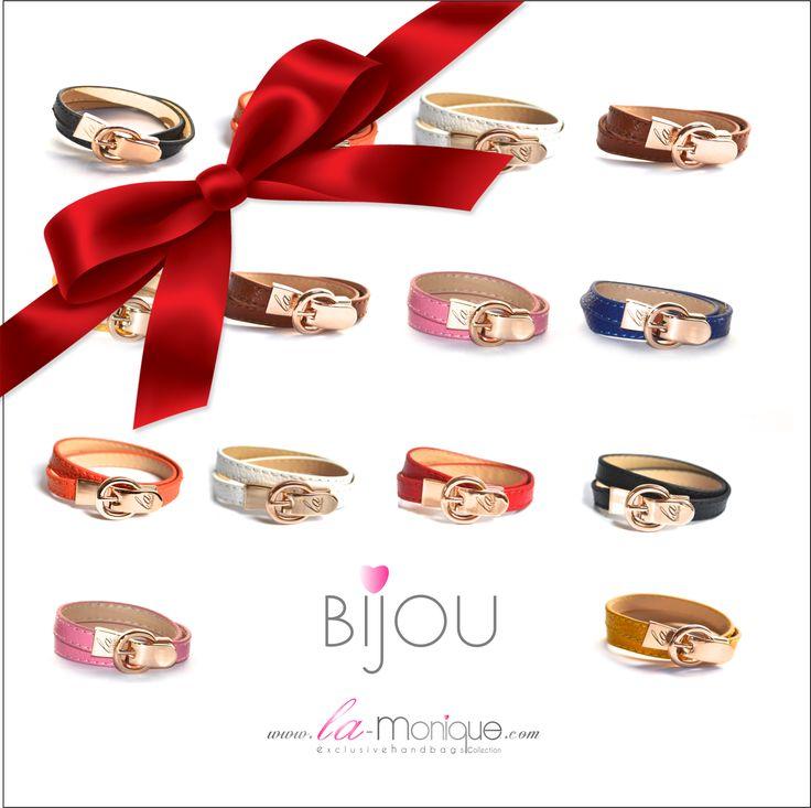 Nowość ♥ Bijou ♥ la monique ♥ Zaktualizowano w zeszły piątek Delikatne bransoletki Bijou la monique ♥  Wykonane ze skóry naturalnej z oryginalnym zapięciem w kształcie klamry z wygrawerowanym logo firmy. wymiary: dlugość 38 cm, szerokość paska 1 cm  http://www.boutiqueonline.pl/6-akcesoria