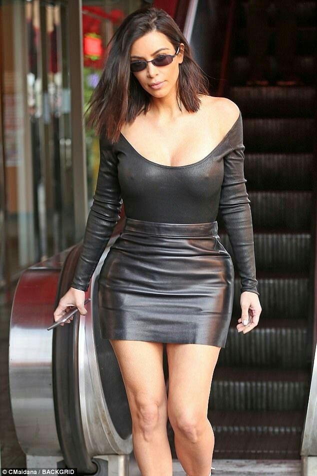 Kim kardashian upskirt pussy