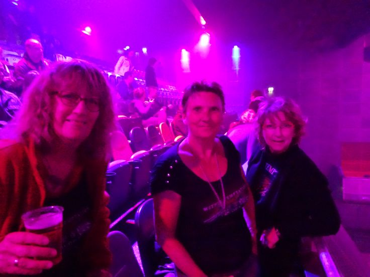 WT-girls in red at HMH 2-5-2014