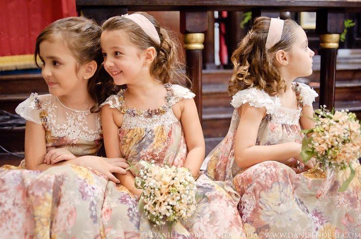 Vestido de dama: 4 estilos para você se encantar Noivinha! Tudo bem com você? Hoje vamos tratar de um assunto muito pedido pelas meninas que acompanham o blog: vestido de dama de honra! Parece um po...