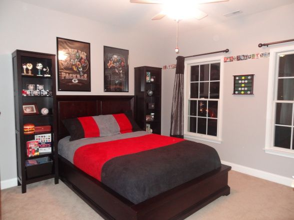 With a twin bed nice classic room antonio jr pinterest for Bedroom ideas 13 year old boy