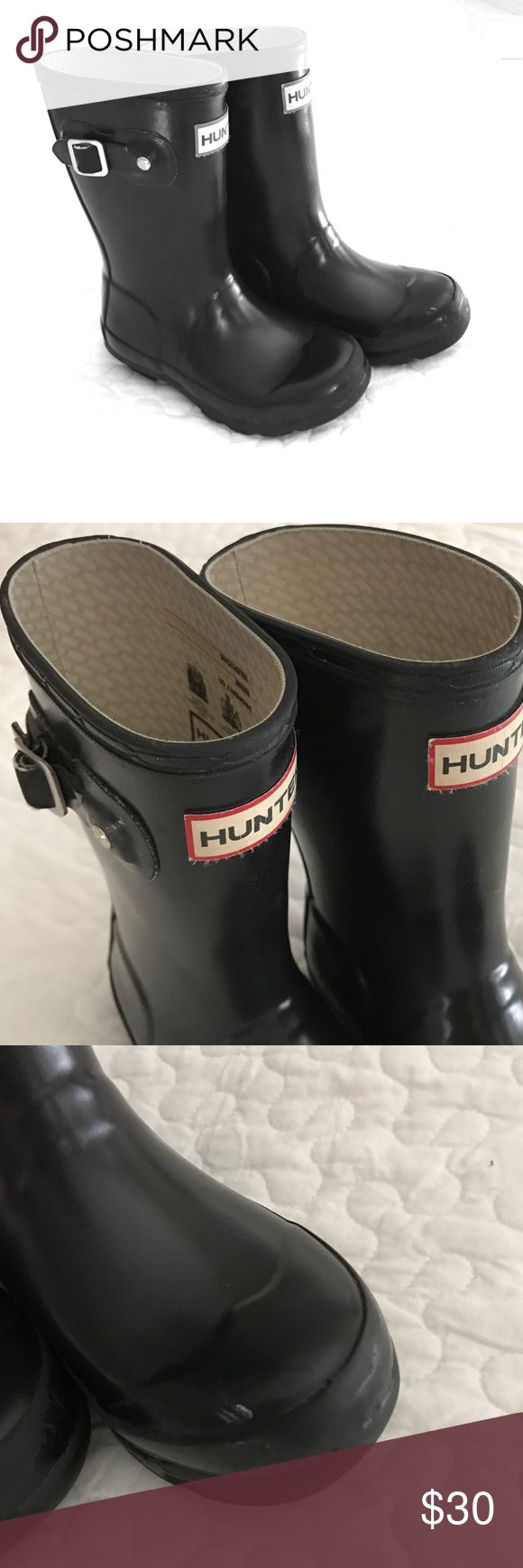 Girls hunter boots Adorable black hunter boots! Tiny scuff on toe. But otherwise in great condition! 10 boy/11 girl Hunter Boots Shoes Rain & Snow Boots