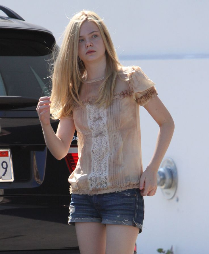 ELLE FANNING   SHORTS | Elle Fanning out in short shorts 15 (Preppie_Elle_Fanning_out_in_short ...