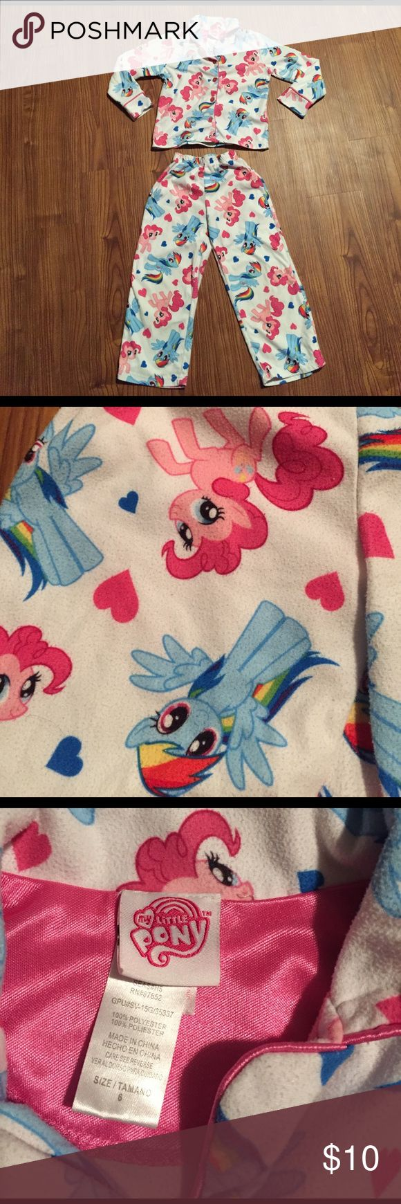 My Little Pony girl's pajamas Gentle used condition. No holes or stains. My Little Pony Pajamas