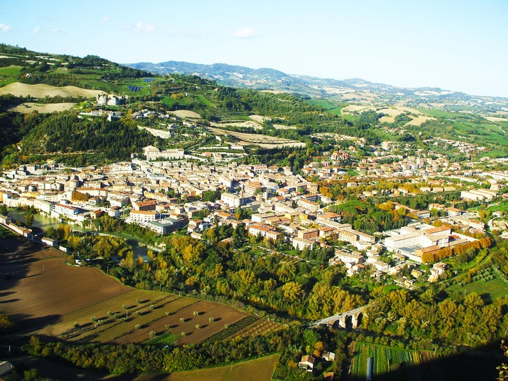 panorama Fossombrone nel sole d'autunno