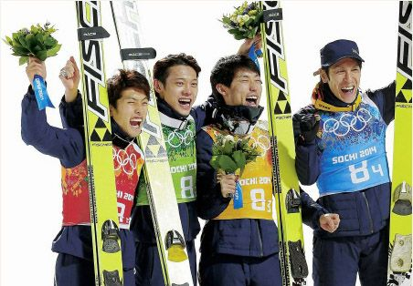 The Japanese ski jumping team won the bronze medal in the large hill team event.   Taku Takeuchi fought hard while suffering from an intractable disease called Churg-Straus syndrome.