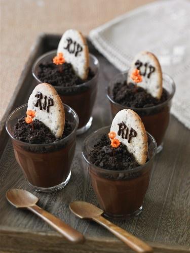 Halloween Pudding Tombstone Treats...cute!