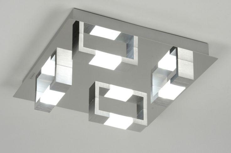 Artikel 89145 [LED] Mooie strakke 4-lichts plafondlamp voor in de badkamer. Bestaat uit een combinatie van chroom, aluminium, en mat glas. http://www.rietveldlicht.nl/artikel/plafondlamp-89145-modern-aluminium-chroom-geschuurd_aluminium-glas-vierkant