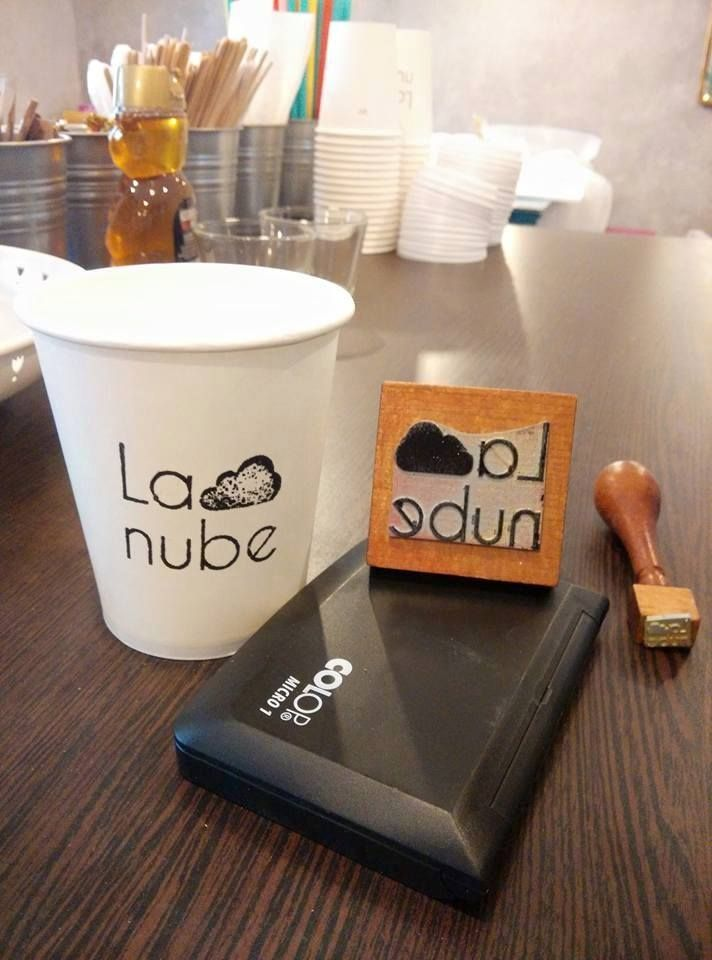 Brand stamp, take away cup, La nube café, tapas, night mood, speciality coffee, pink, turquoise, Honduras, 42, La Marzocco, book counter, colors, coffee shop, bohemian, spider lights, colourful cables, textile cables, door table, Spanish food