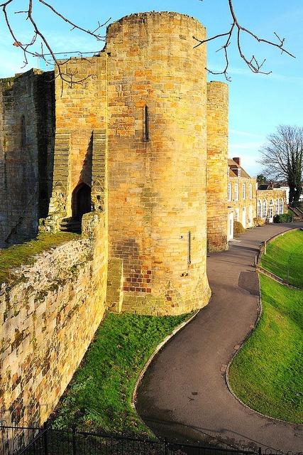 Tonbridge Castle, Kent by erjkprunczyk, via Flickr