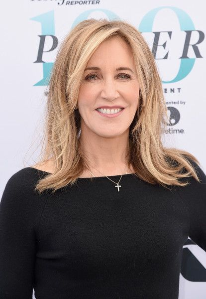 Felicity Huffman Medium Layered Cut - Felicity Huffman sported a retro-inspired layered cut at the Hollywood Reporter's Women in Entertainment Breakfast.