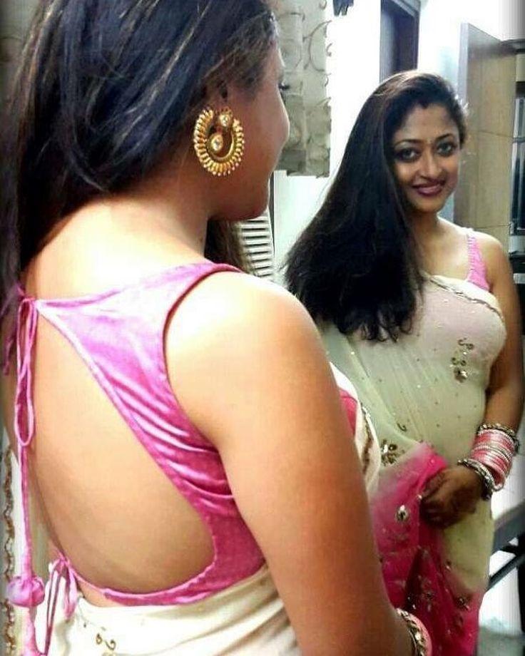 www.Sareeseduction.com #saree #sari #backless #blouse #back #hot #indian #women #girl #lady #sareeseduction #sareeblouse #desi #swag #dress #outfit #clothes #tagsforlikes #followme #hello #backlessblouse #sareelove #sarees #mirror #pink