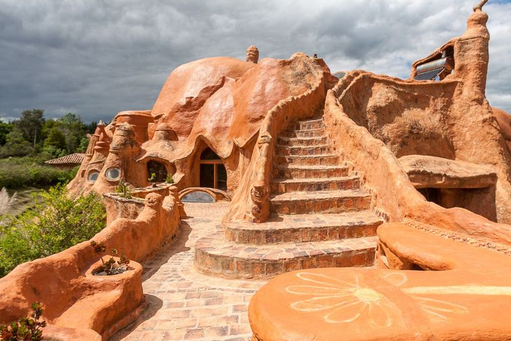 Could This Surreal Terracotta House Be the World's Largest Piece of Pottery? | Atlas Obscura