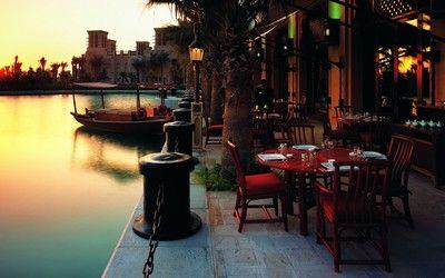 Outdoor restaurant, Dubai wallpaper