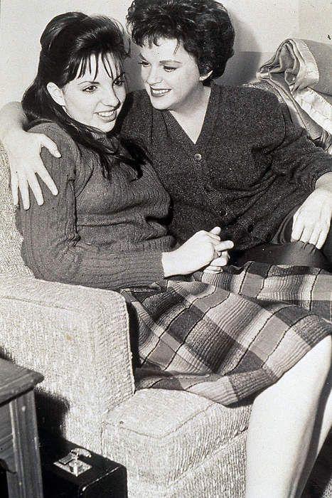 Judy Garland & Liza Minnelli: Judy Garlands, Liza Pet, Famous Black, Famous Faces, Daughters Liza, Boys Pet, Classic Hollywood, Liza Minnelli, Liza Minelli