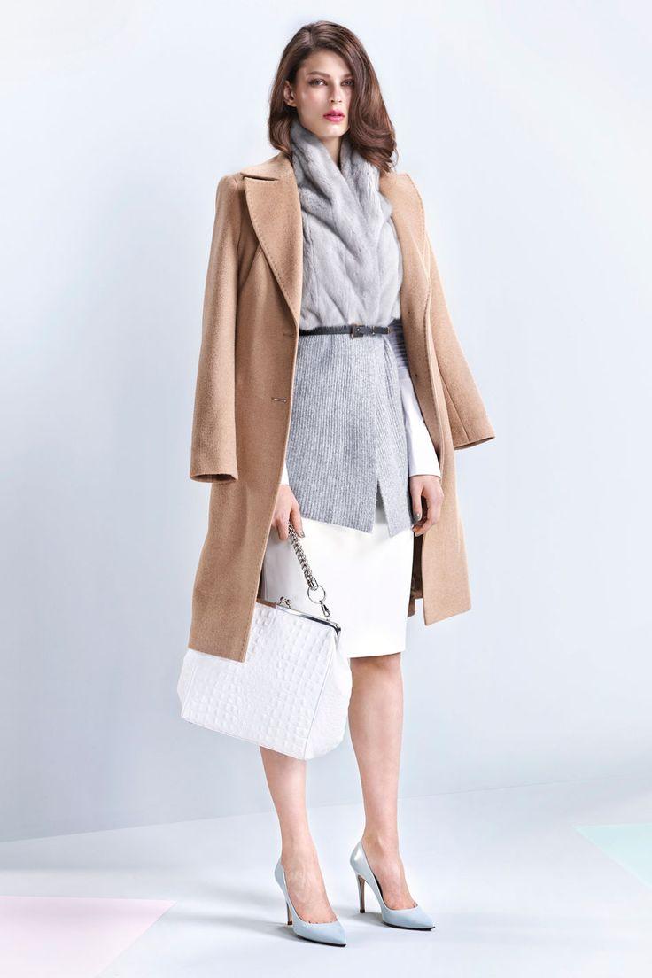 Klasyczny płaszcz z wielbłądziej wełny
