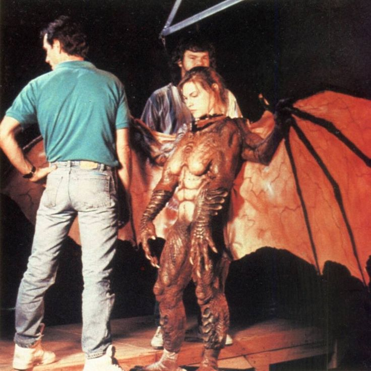Nadine Grycan as the Winged Deadite behind the scenes on #ArmyOfDarkness (1992). #EvilDead