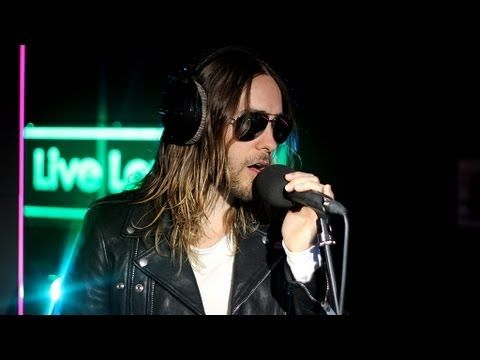 """Thirty Seconds to Mars perform Rihanna's """"Stay"""" 