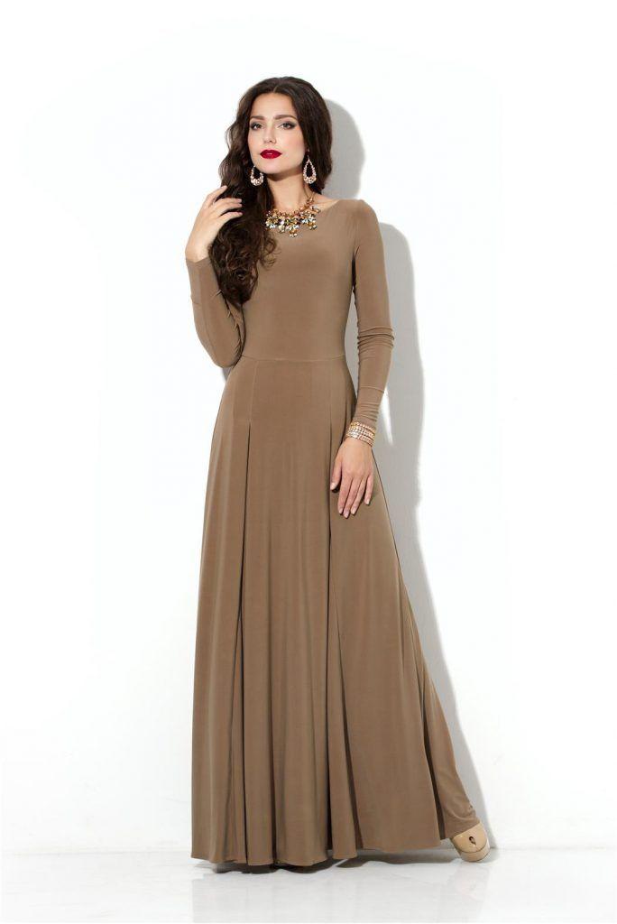 Коричневое трикотажное платье с длинными рукавами