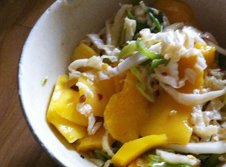 Empty the Fridge - Salade van Chinese kool en mango