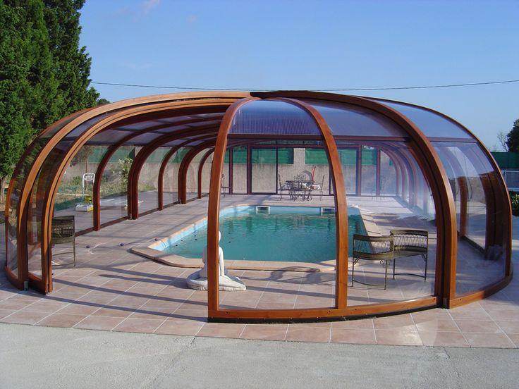 A cobertura piscina madeira alta arqueada circular