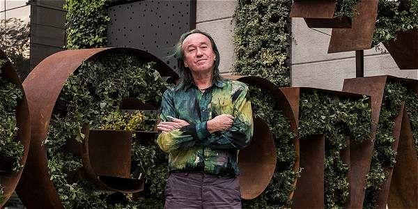 Patrick Blanc es conocido por la instalación de jardines verticales en grandes superficies e importantes edificaciones del mundo. Comenzó a recorrer el mundo desde 1963, aprendiendo sobre plantas.