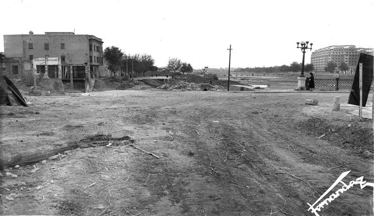 Actual Tirso de Molina con puente de Campanar, después de la riada del 57