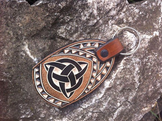 Celtic triquetra hand carved leather keychain - leather keyfob - leather keyring