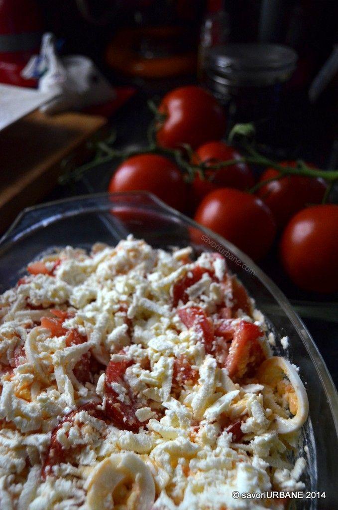 Salata cu rosii si branza telemea, cu oua fierte si usturoi - Salata Argentiniana (21)