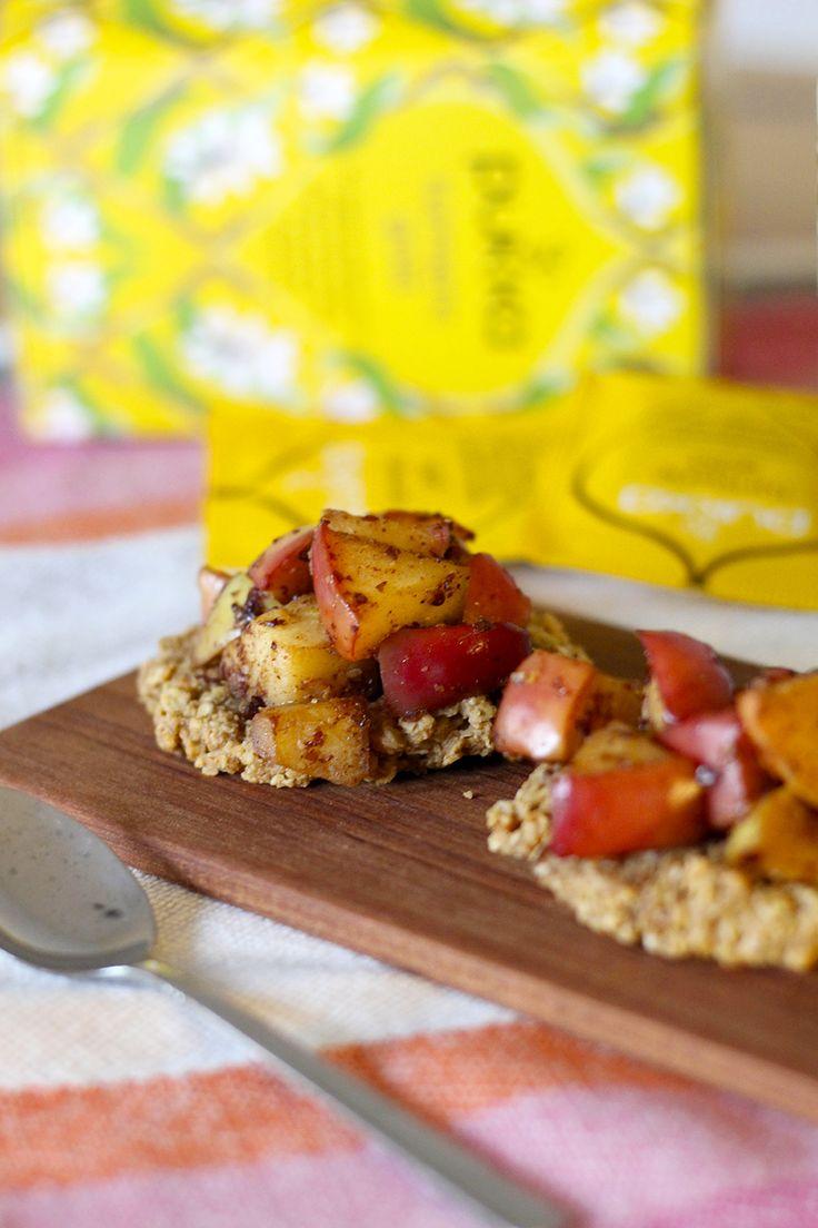 Pienet annoskokoiset omenapiiraset ovat kätevää tarjottavaa. Terveelliset, mutta maukkaat piirakat ilahduttavat myös värillään ja maistuvat ihanalta hyvän teen kanssa.