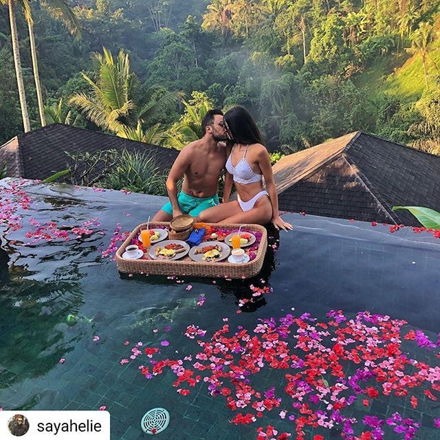 Welcome to Heaven   Follow @wanderlustmall  #coupletraveler #coupletravelers #luxurytravels #Repost @sayahelie      Breakfast in Paradise