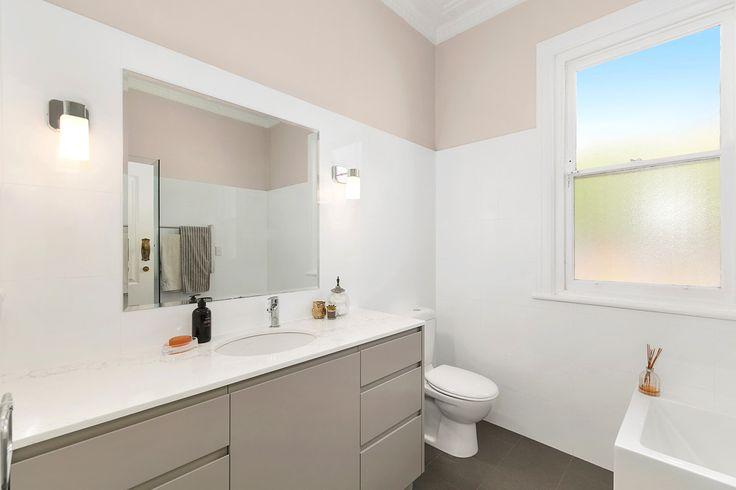 http://www.insideoutcolouranddesign.com.au/bathrooms/
