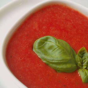 Mmmmmm, een lekker soepje is voor veel kinderen en volwassenen smullen geblazen! Probeer dit heerlijke recept voor koemelkvrije tomatensoep!