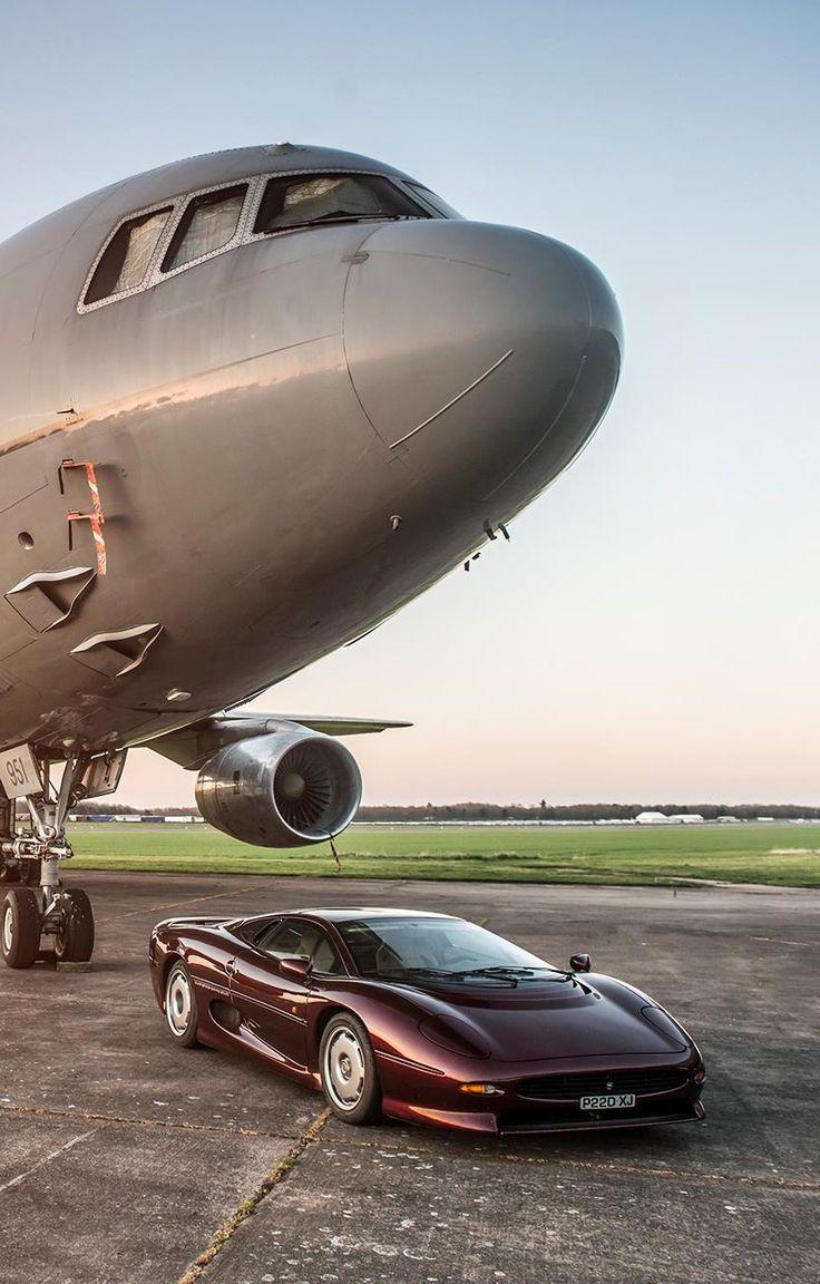 Jaguar XJ220.