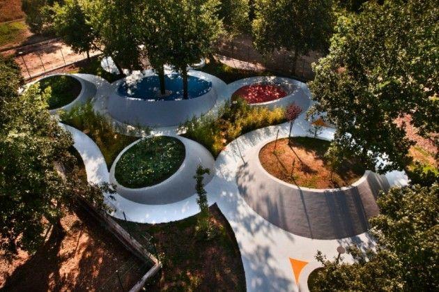 Sensational Garden by Nabito Architects