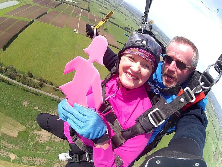 Tracey Ryan & the Pink Lady skydiving!