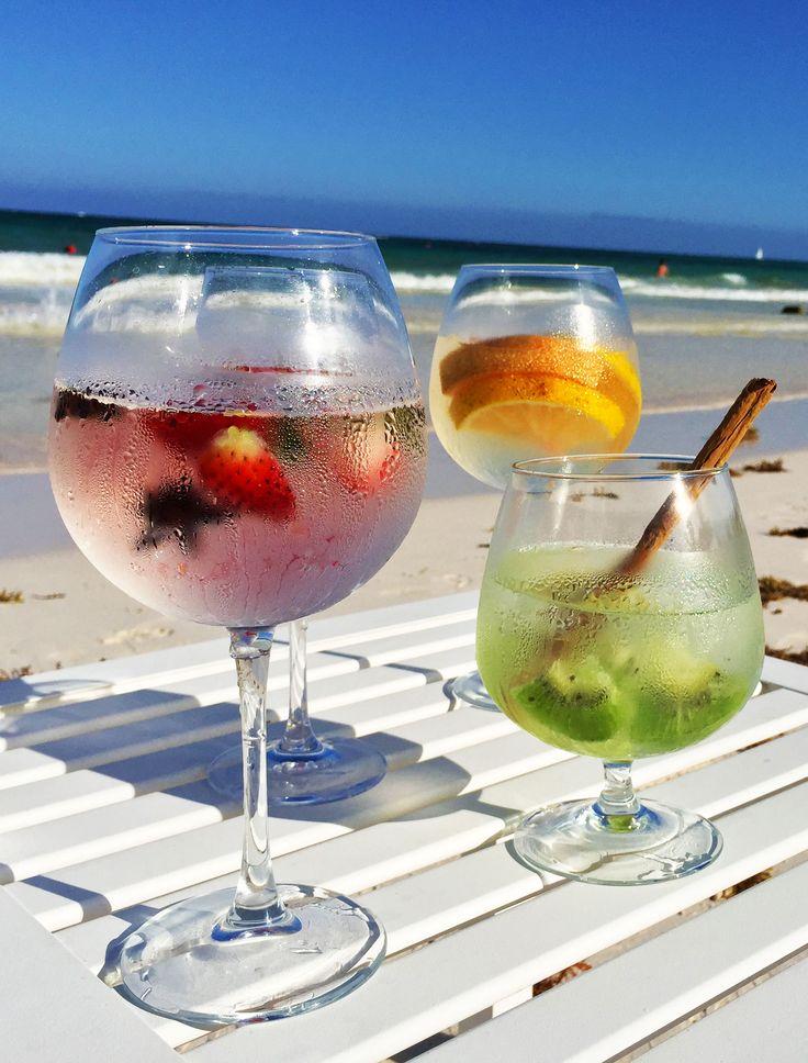 ¡El Gin & Tonic que prefieras y toda la playa para ti solo! <3 *BLoved* Desde #CataloniaRoyalTulum #CataloniaCaribbean #BeachThursday